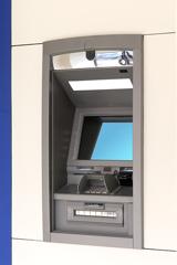 Bankautomat an einer Hauswand